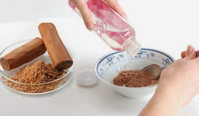 Treat-pimples-during-pregnancy-with-sandalwood-face-mask